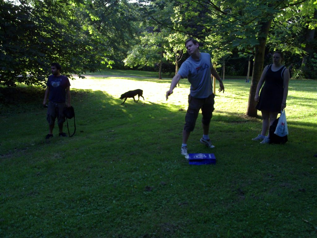 Fore! Frisbee away!