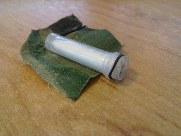 Micro cache container with missing lid
