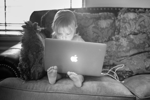 A 2-year-old using a MacBook. Photograph copyright Donnie Ray Jones, used under Creative Commons license.