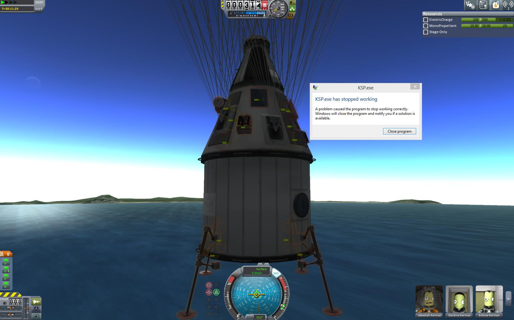 Kerbal Space Program crashes right before landing a craft.